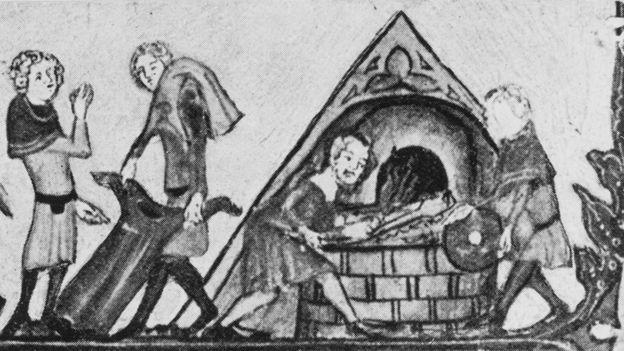 黑死病泛濫,人們為了控制傳播焚燒患者衣物