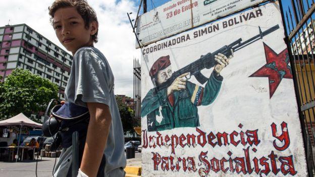 Grafite de Chávez armado em mural