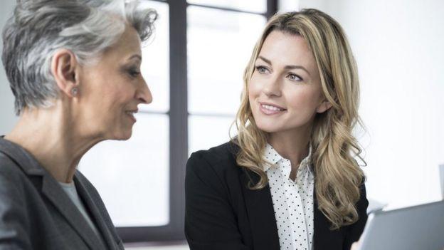 La franja de edad que tiene más difícil el acceso al mercado laboral es la de los mayores de 55 años.