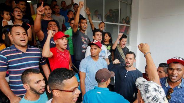 Soldados venezolanos en Colombia
