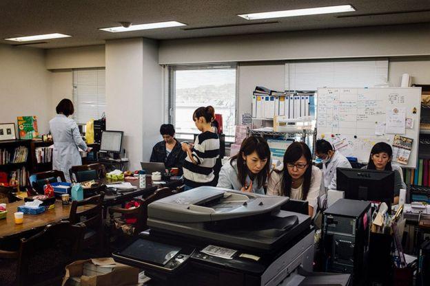 Mujeres japonesas, que no son científicas sino madres, crearon su propio laboratorio para mediar la radiación en los alimentos cerca de Fukushima.