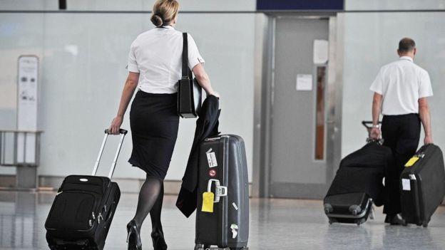 Trong khi xu thế tập hợp là chống lại đồng phục có nữ tính cao và quy tắc trang phục thúc đẩy khuôn mẫu giới tính, thì các nhân viên hàng không ngày càng có tiếng nói của mình.