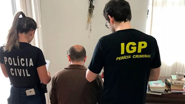 Policía en Brasil arresta a sospechoso en una redada contra una red de pedofilia. (Foto: Ministerio da Justica)