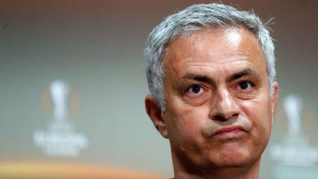 Jose Mourinho dan tim asuhannya paling tinggi duduk di peringkat lima Liga Primer musim 2016-2017.