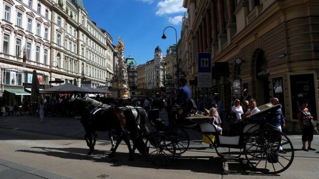 فيينا أفضل مدن العالم للعيش...ودمشق الأسوأ _108609025_e4c3d496-4da4-4803-96a6-989bca2a6abf