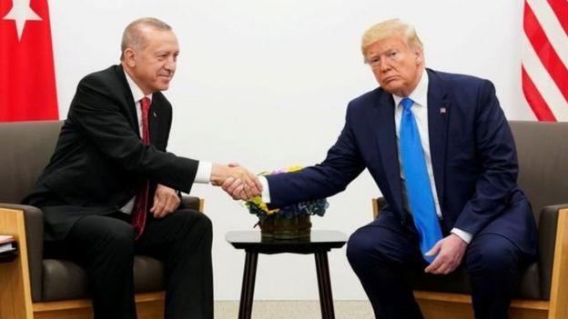 بسیاری دونالد ترامپ را به خیانت به کردهای سوریه که تنها متحد آمریکا در جنگ زمینی با داعش بودند متهم کرده اند