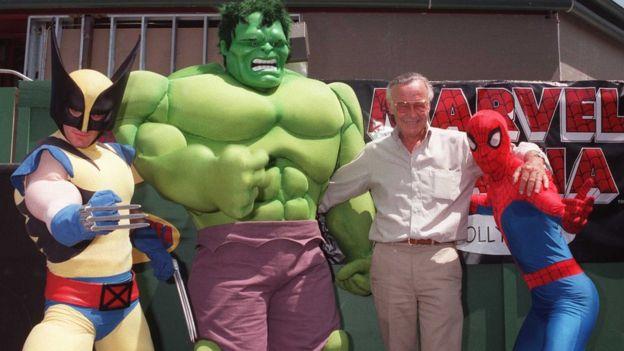 Stan Lee con Wolverine, Hulk y el Hombre Araña.