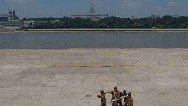 Una vista de Pyongyang con el hotel Ryugyong