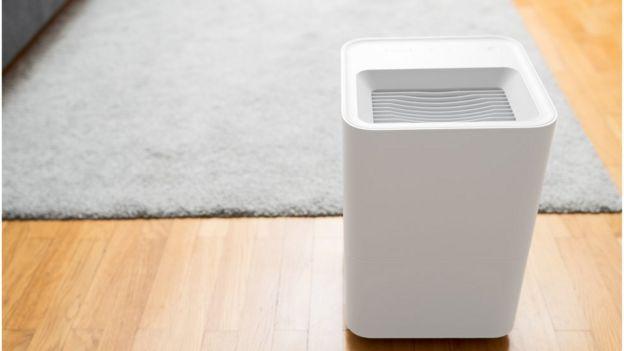Purificador de aire en una habitación