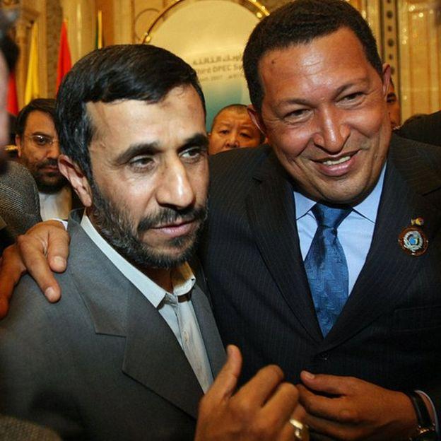 Mahmoud Ahmadinejad (à esquerda) e Hugo Chávez