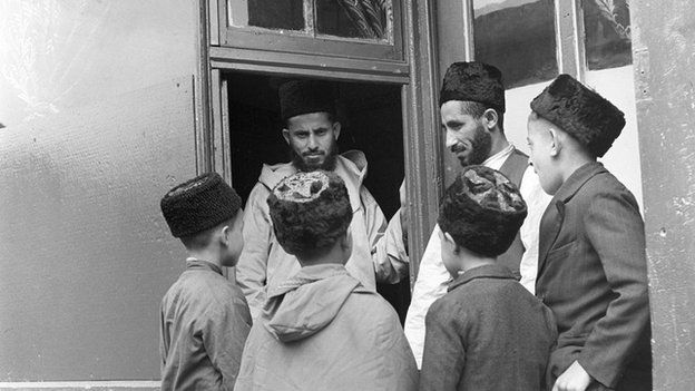 Children at temporary mosque in Cardiff, 1942