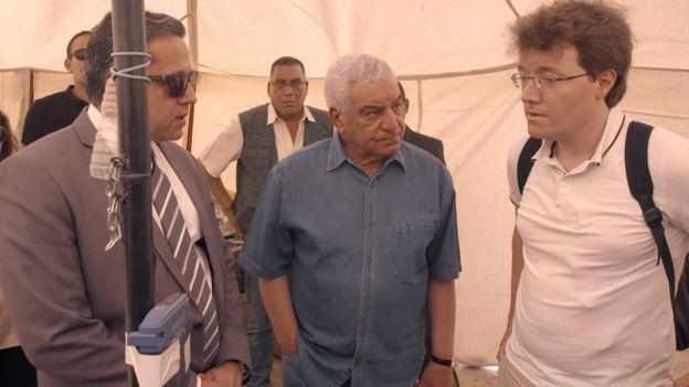Công việc xúc tiến trong sự mỉa mai, nghi ngờ của rất nhiều chuyên gia Ai Cập học. Đặc biệt tiến sĩ Dr.Azahi Hawass. Không ai tin trong lòng Kim tự Tháp còn có những bí mật tồn tại đã 1000 năm.