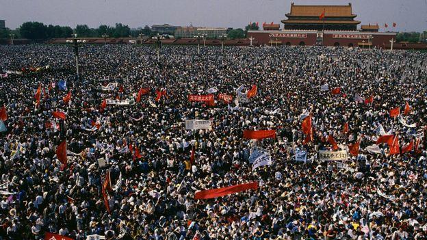 Hàng chục ngàn sinh viên tham gia Phong trào đấu tranh dân chủ năm 1989 tại Quảng trường Thiên An Môn