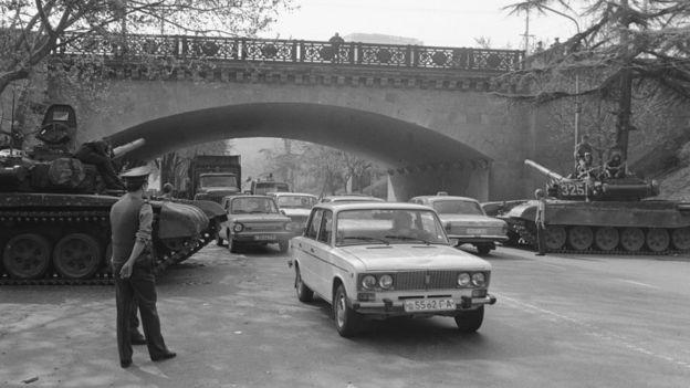 После разгона демонстрации на улицах Тбилиси был введен комендантский час
