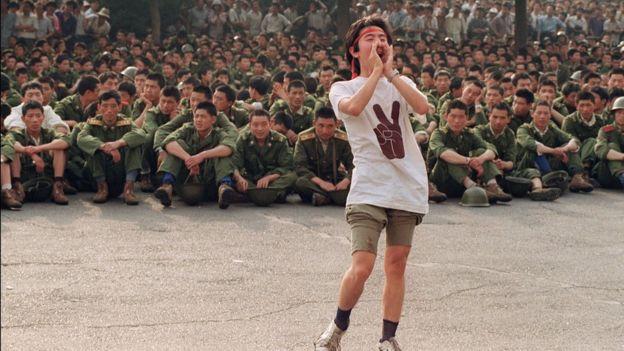 1989年6月3日,一名學生呼籲軍人回家