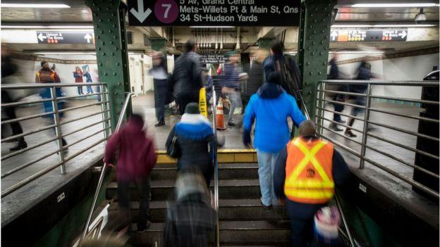Horário de pico no metrô de Nova York