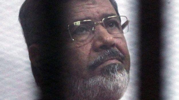 نجل مرسي: السلطات منعتنا من تلقى العزاء في والدي