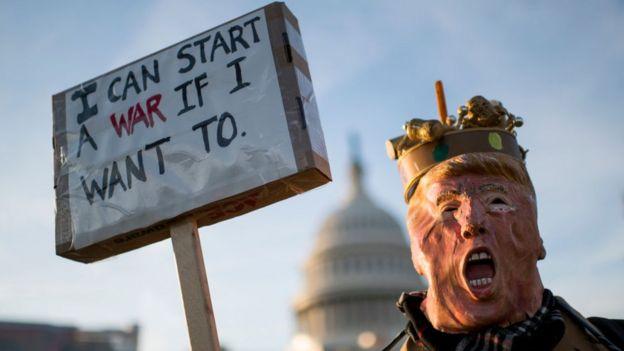 متظاهر معارض لترامب