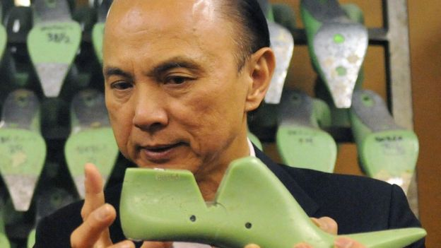 1561023537 Jimmy Choo bought by Michael Kors in £896m deal - BBC News
