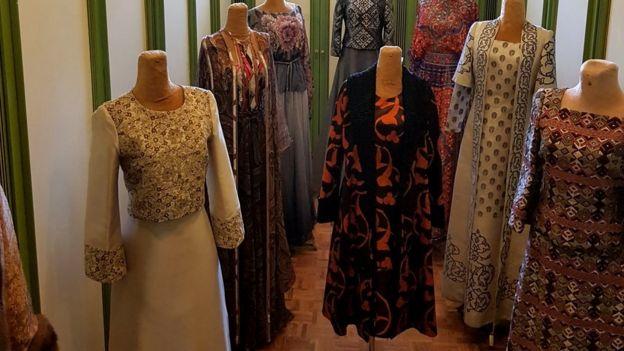 لباسهای شهبانو فرح در کاخ نیاوران