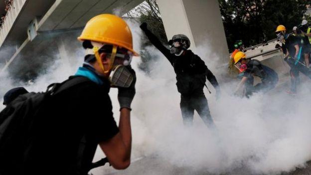 Cảnh sát bắn hơi cay giải tán biểu tình