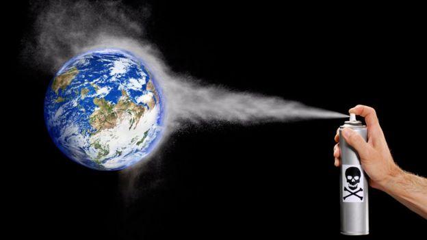 Aerosol contaminante apuntando al planeta Tierra