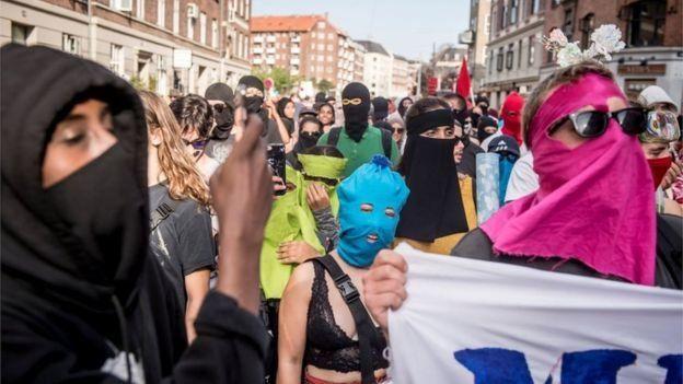 Başkent Kopenhag'da düzenlenen protestolardan bir kare.