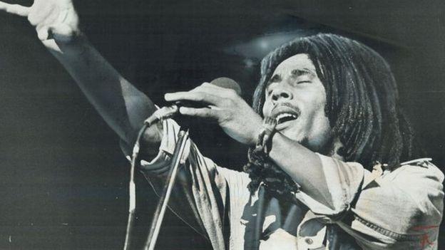 Ubwo yari i London, Bob Marley yarangije gufata amajwi muri studio y'umuzingo w'indirimbo wa Exodus, urimo indirimbo nka Jamming, Three Little Birds na One Love