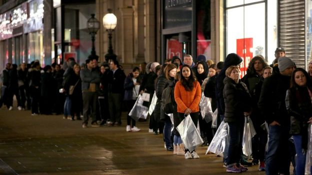 47a4a11e9b72 Shoppers queuing for Boxing Day sales in Princes Street
