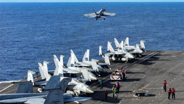 Porta-aviões dos EUA patrulham o Mar do Sul da China em junho