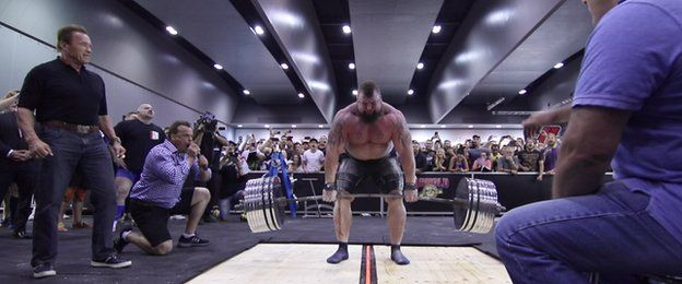 Eddie Hall: Strongman risking death to achieve his dream? - BBC News