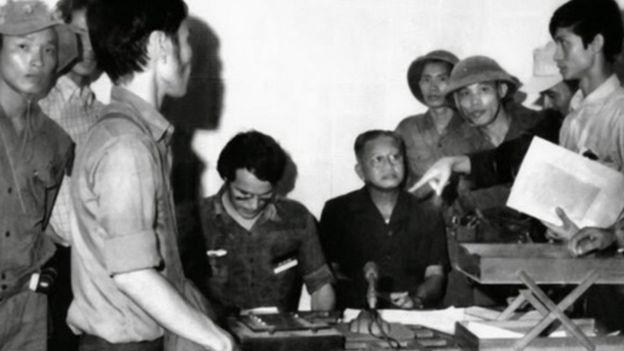 Chính uỷ Bùi Văn Tùng và Đại tướng VNCH Dương Văn Minh tại Đài Phát thanh Sài Gòn