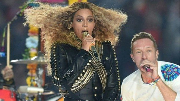 Beyonce performing with Chris Martin from Coldplay