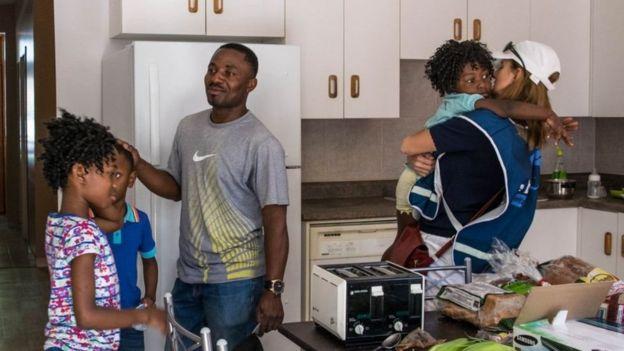 لابيير تلتقي عائلة من لاجئي الكونغو تعيش في مقاطعة كيبيك
