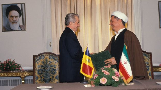 نیکلای چاوئوشسکو، رهبر رومانی در تهران. او یکی از معدود رهبران اروپایی بود که در دهه ۸۰ میلادی به ایران سفر کرد