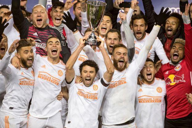 Los jugadores de Atlanta celebran su título.