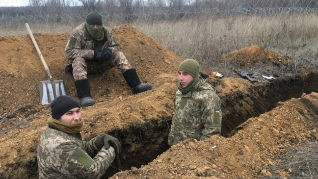 Ukrainian troops digging a trench at Zolote