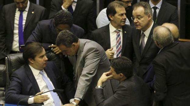 O presidente da Câmara, Rodrigo Maia, durante a sessão de análise dos destaques ao texto principal da reforma da Previdência.
