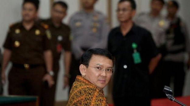 Mantan gubernur Jakarta Basuki Tjahaja Purnama diturunkan, salah satunya oleh kubu Prabowo dengan menggunakan SARA.