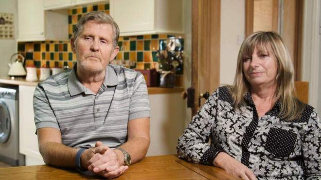 Harry y Jacqui, los padres adoptivos de Daryll.