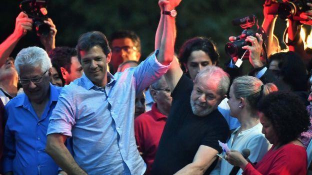 Fernando Haddad ao lado de Lula