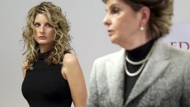 Summer Zervos (kiri), dengan pengacaranya Gloria Allred, mengatakan bahwa dia membuka tuntutan untuk