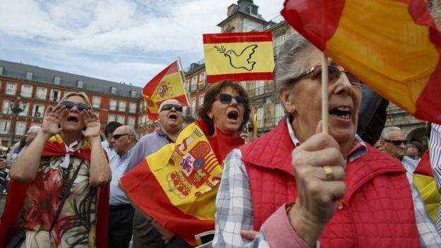 В Мадриде в воскресенье утром прошла антисепаратистская демонстрация