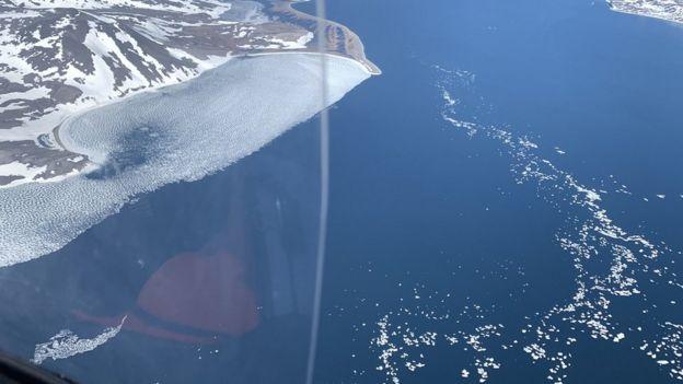 جیمز کتچل در حال عبور از تنگه برینگ در آلاسکا