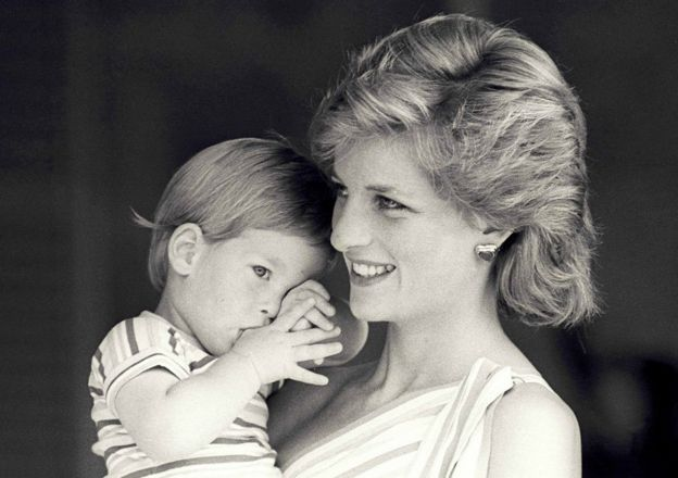 El príncipe Harry y Diana, princesa de Gales.