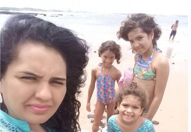 Tatiana com Andrea e as duas outras filhas