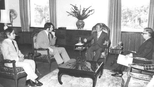 Tổng thống Nguyễn Văn Thiệu đón khách