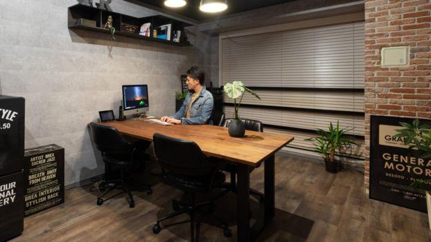 Yuichi Ishii en su oficina
