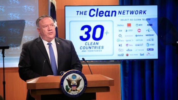 Госсекретарь США Майк Помпео выступает на пресс-конференции в Вашингтоне