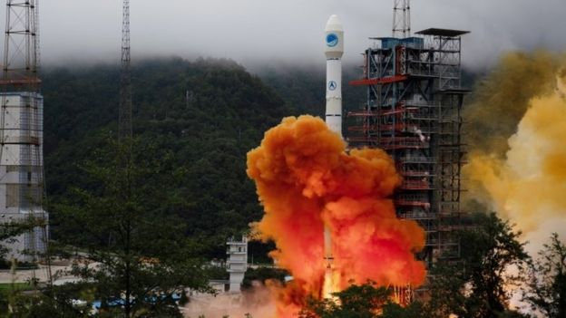El lanzamiento del cohete Larga Marcha 3B